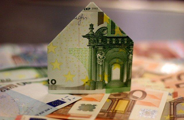 domek z peněz