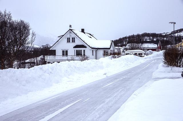 domek, zima, závěje