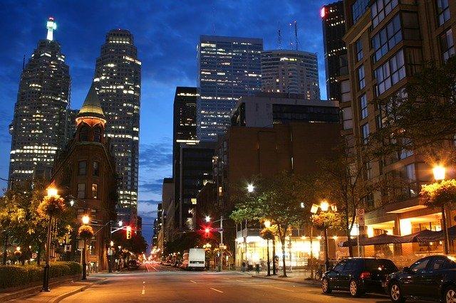 večerní Toronto