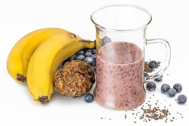 smoothie z borůvek a banánu