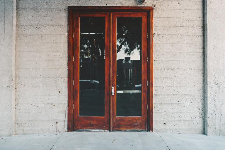 zavřené dveře.jpg
