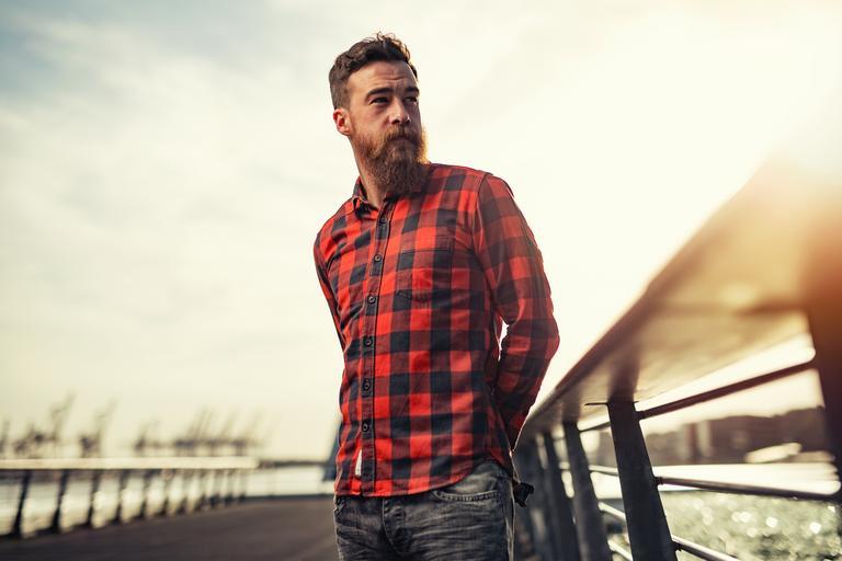 muž na mostě.jpg